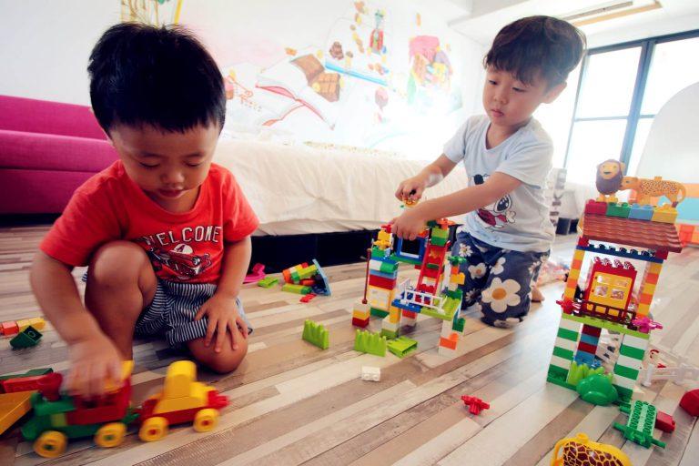 可將積木帶到房間中玩耍,享受親子時光