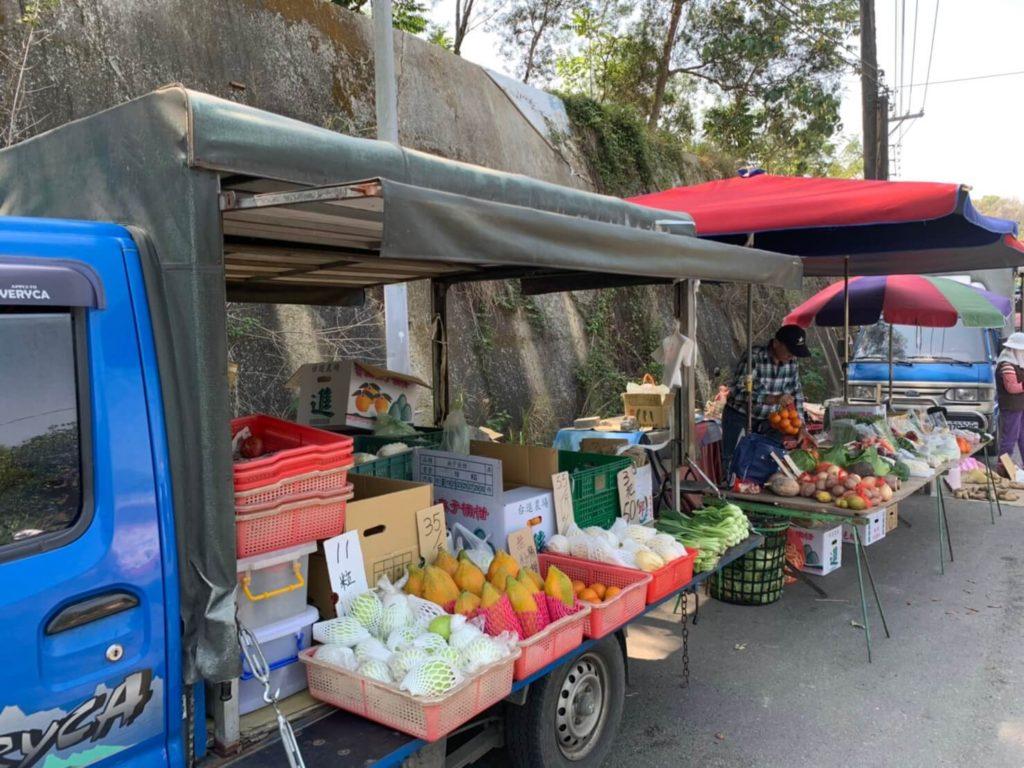 台南新化林場外圍攤販