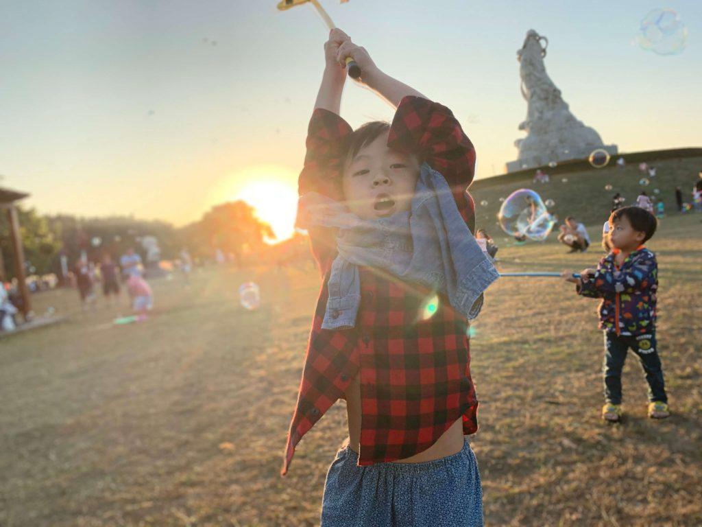 林默娘公園小朋友開心玩泡泡